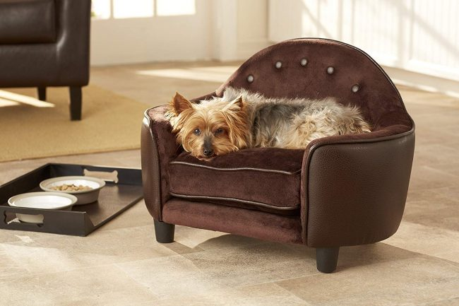 Another great option from Enchanted Pet, which features a fancy headboard